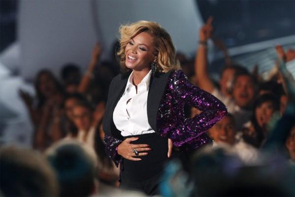 Beyoncé anuncia embarazo en los Premios MTV