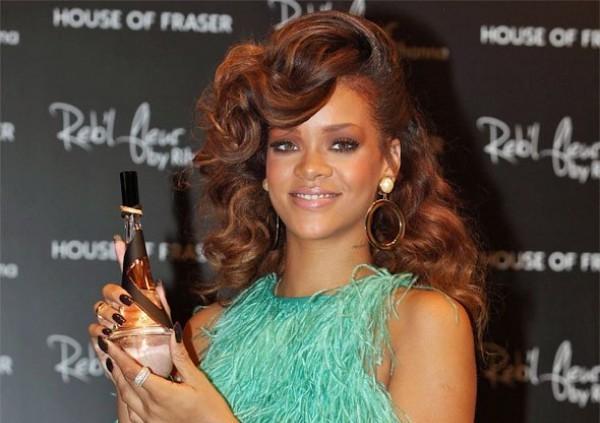 El Perfume con autógrafo de Rihanna
