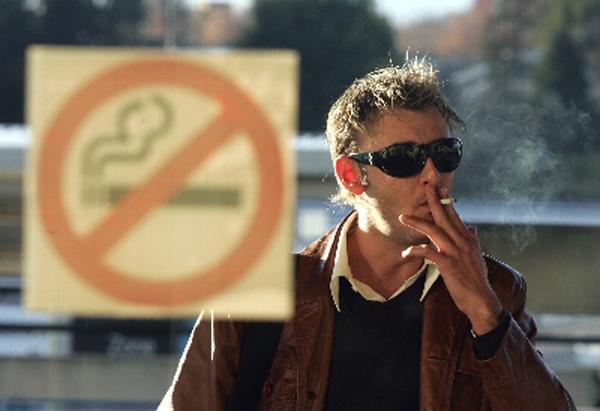 Fumar-en-la-calle.jpg