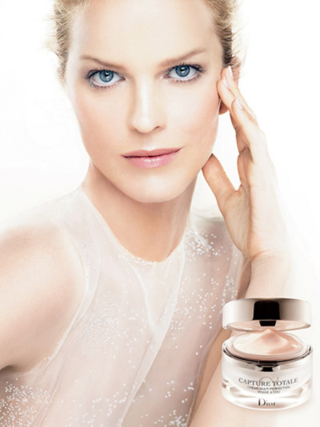 Ana Herzigova protagonista en una campaña de Dior