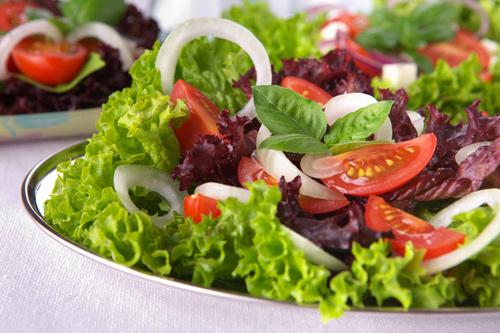 Aliñar la ensalada de forma sana