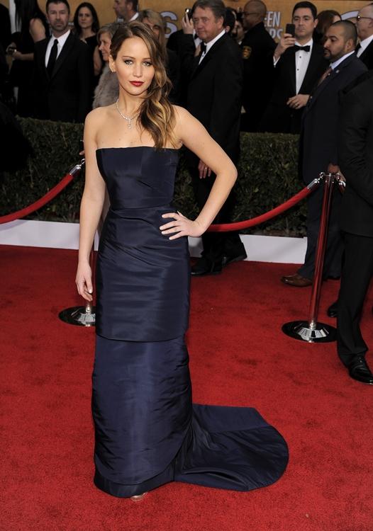 Jennifer Lawrence divide su vestido en dos en mitad de los SAG Awards 2013