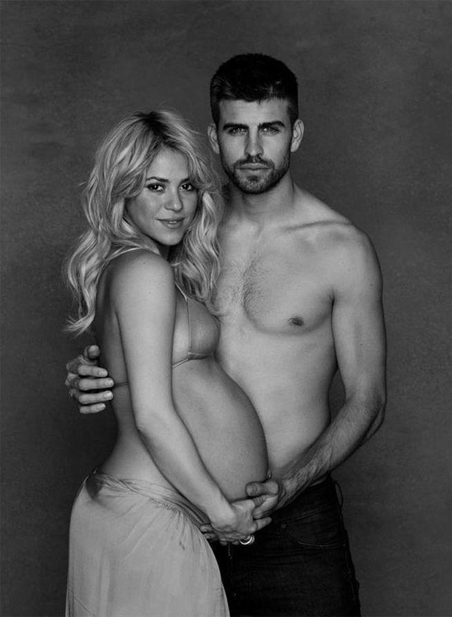 Shakira y Piqué posan sin camiseta para una iniciativa solidaria