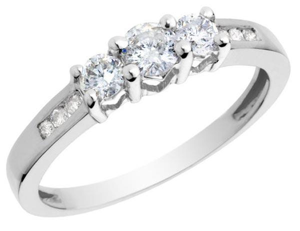 Un anillo de pedida luminoso