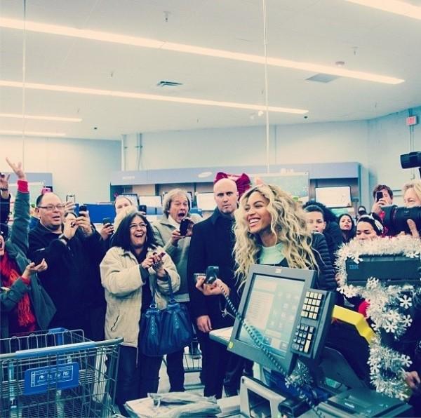 Cosas que pasan en Navidad, Beyoncé te paga la compra
