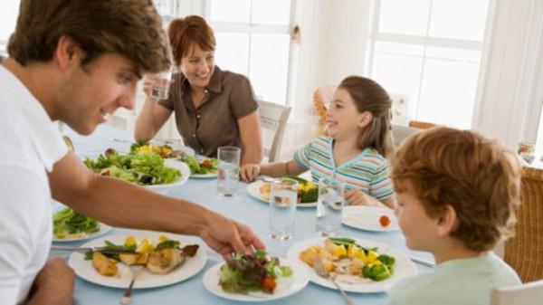 Comer lentamente es favorable para nuestra salud
