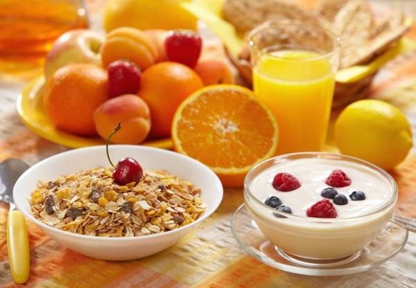 Alimentación saludable de cara al verano; el desayuno