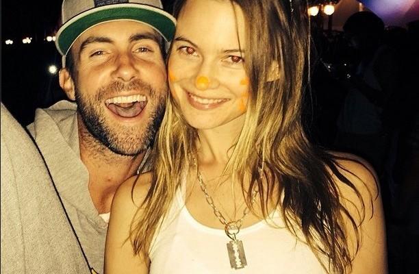 Adam Levine se casa en apenas un mes