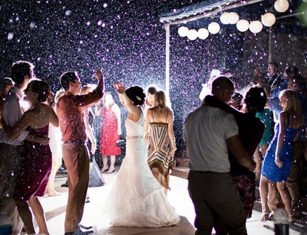 C mo vestir en una boda por la noche canal mujer for Boda en jardin de noche como vestir