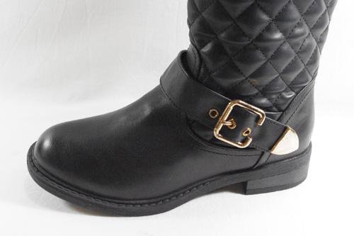 El diseño acolchado se pasa al calzado