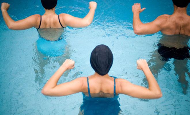 Ejercicios para el aquagym que nos ayudarán a adelgazar y a mantenernos en forma