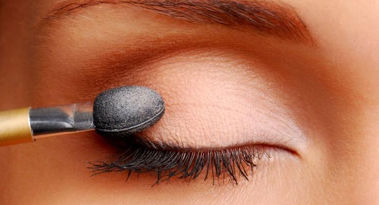 Solución para que las sombras de ojos nos duren más tiempo